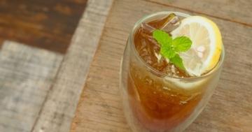 Gin & Tonic Coffee steht auf dem Tisch